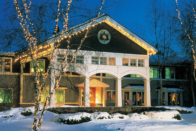 Winter Wonderland Resorts That Brighten Up The Holidays - Stoweflake Mountain Resort