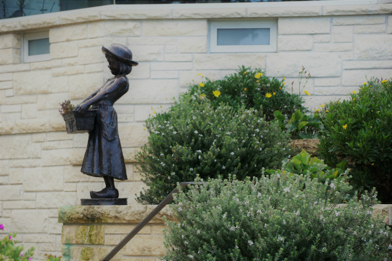 Simple Ways To Refresh Your Home Garden for Spring - Statuary