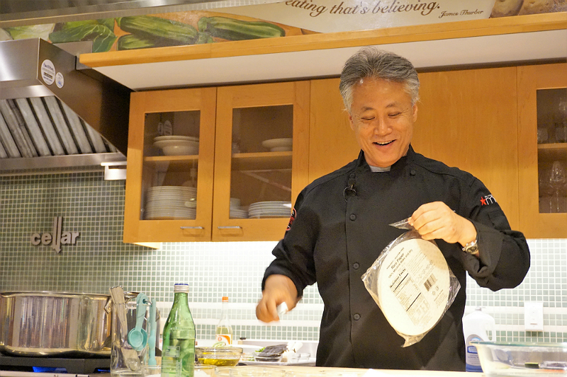 Macys Culinary Council Hosts a Cooking Demo by Award-Winning Celebrity Chef Takashi
