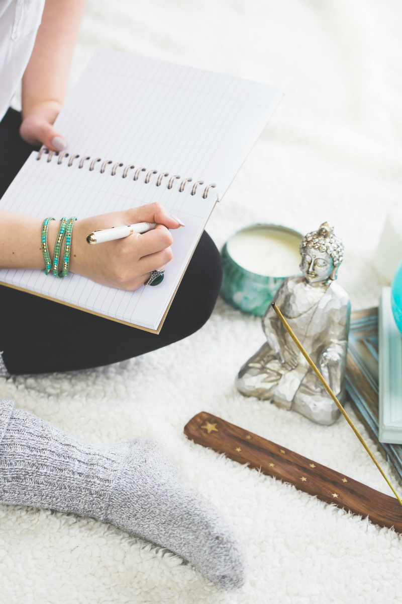 The Guide To Relieving Stress - 5 Meditation Websites and Apps To Help You Feel Calm and Peaceful