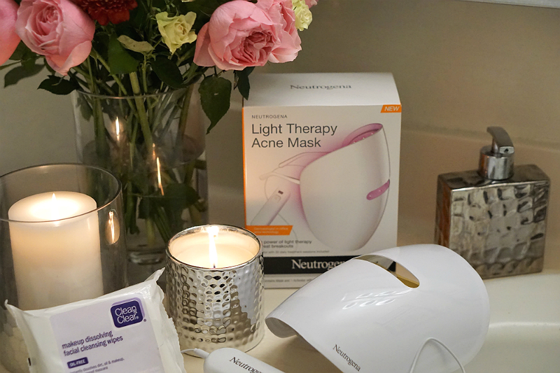 How To Heal Breakouts with The Neutrogena Light Therapy Acne Mask