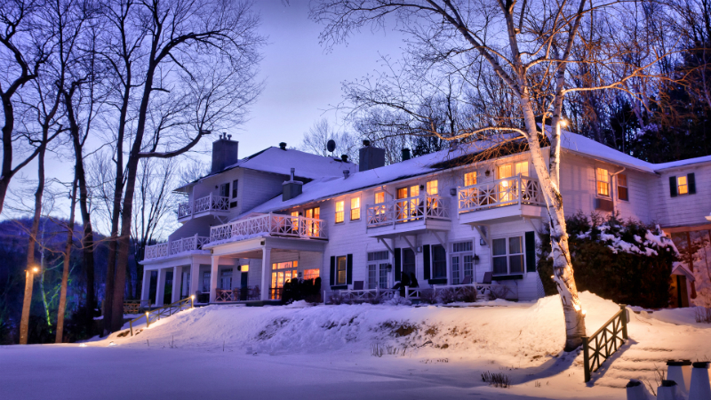 Winter Wonderland Resorts That Brighten Up The Holidays - Manoir Hovey