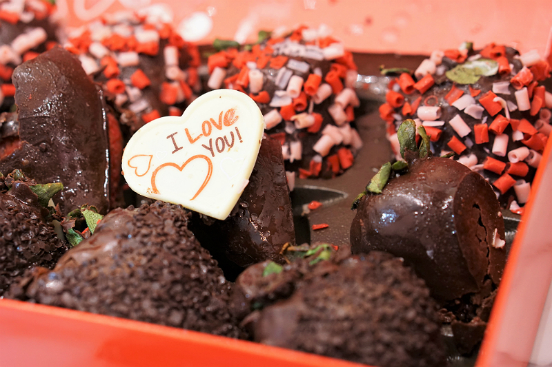 Out of the Box Valentines Day Gifts from Babble Boxx - Edible Arrangements