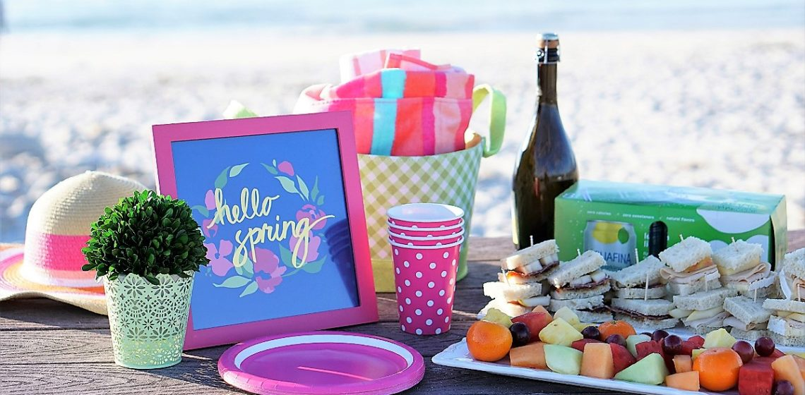Effortless Entertaining - How To Host a Pretty Picnic at The Beach