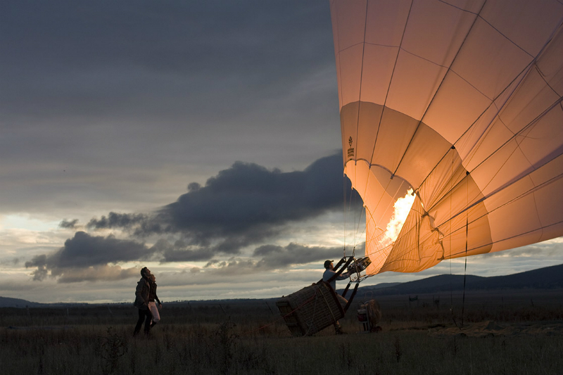 5 Super Cool Father's Day Experiences Around The Globe - QT Melbourne Hot Air Ballooning