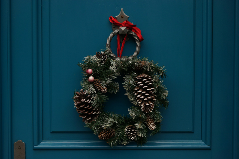 10 Festive Things To Do During The Holidays - DIY Holiday Wreath