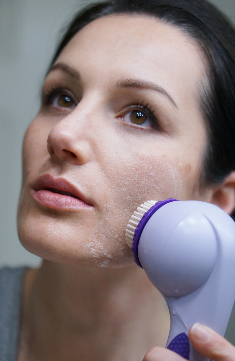 The Beauty Boosting Benefits of Sonic Cleansing Devices - Michael Todd Beauty Soniclear Elite