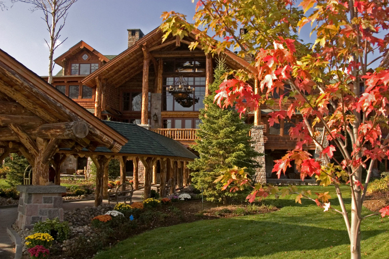 The Coziest Luxury Hotels For Viewing Fall Foliage - Whiteface Lodge