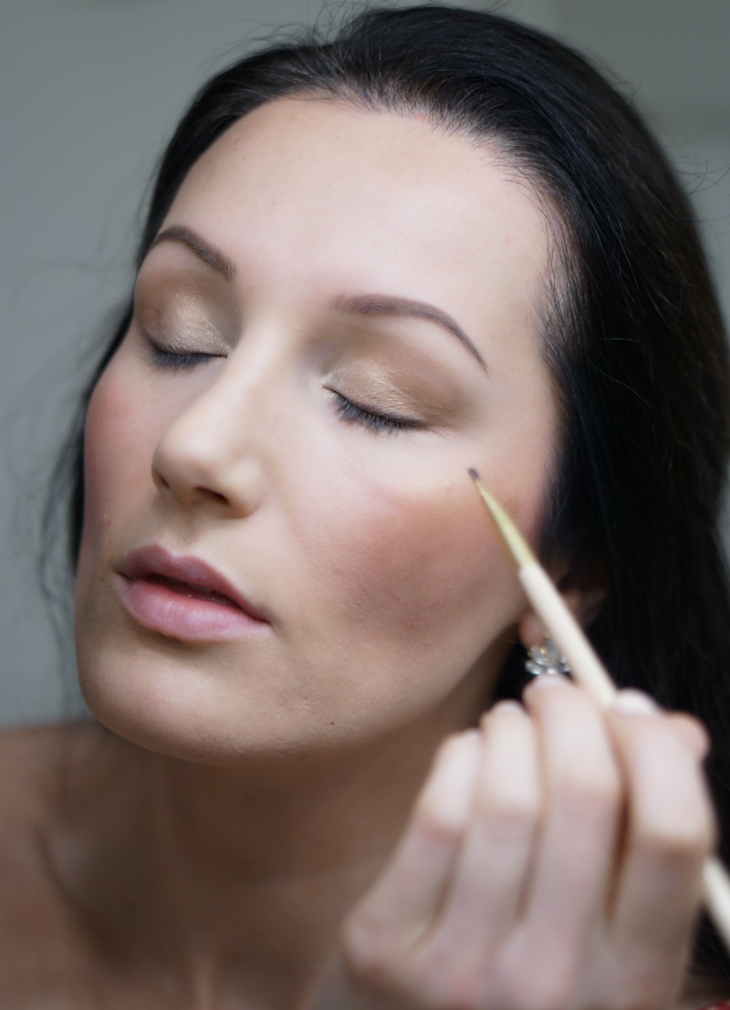 Holiday Beauty Guide: Pretty New Year's Eve Makeup in Just 20 Minutes