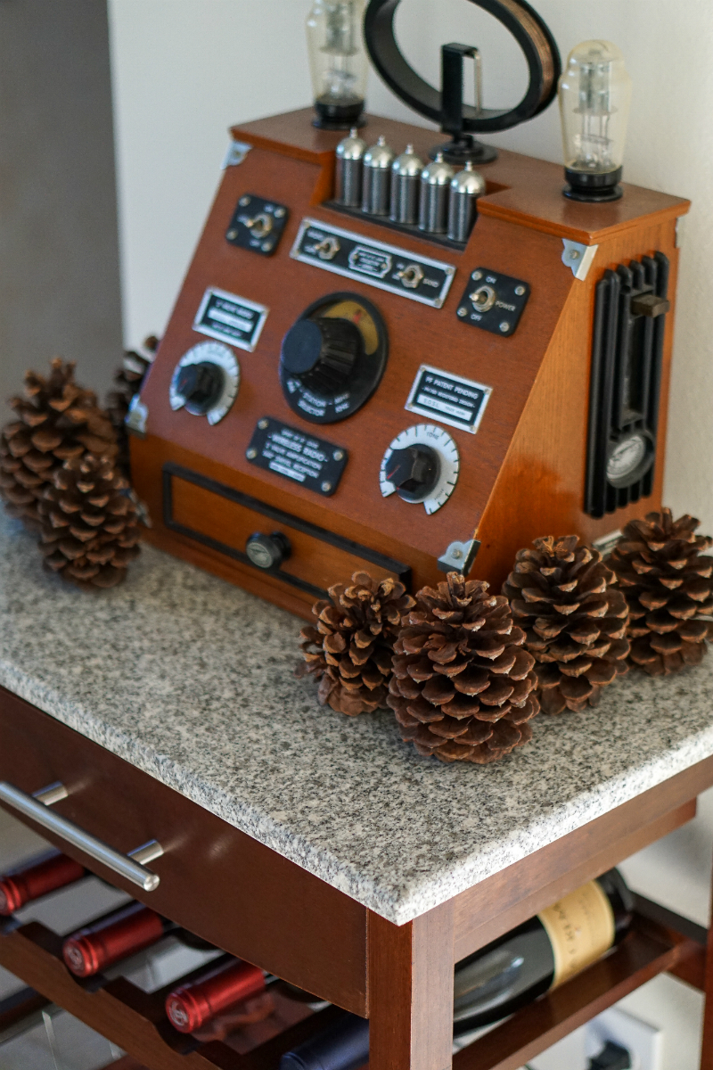 How To Decorate Your Home for The Holidays in Less Than an Hour