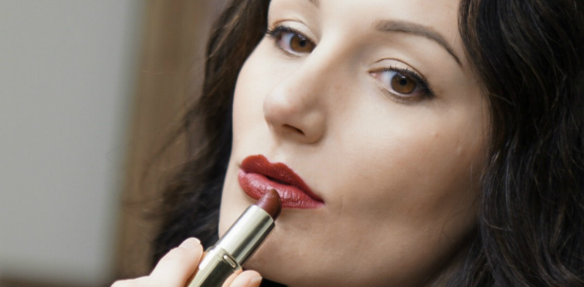 5 Beautiful Lipsticks That Add a Pop of Color to Your Face