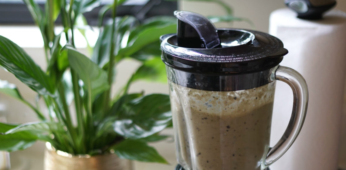 A Delicious Green Detox Smoothie That Boosts Your Beauty and Wellness