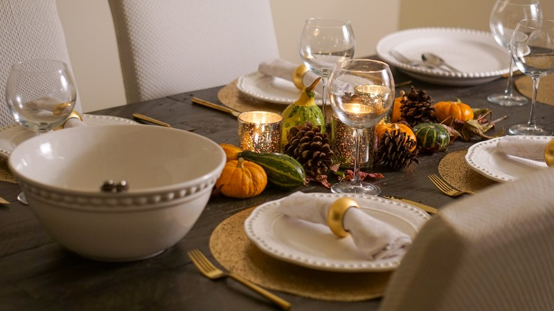 How To Create an Elegant Tablescape for Thanksgiving