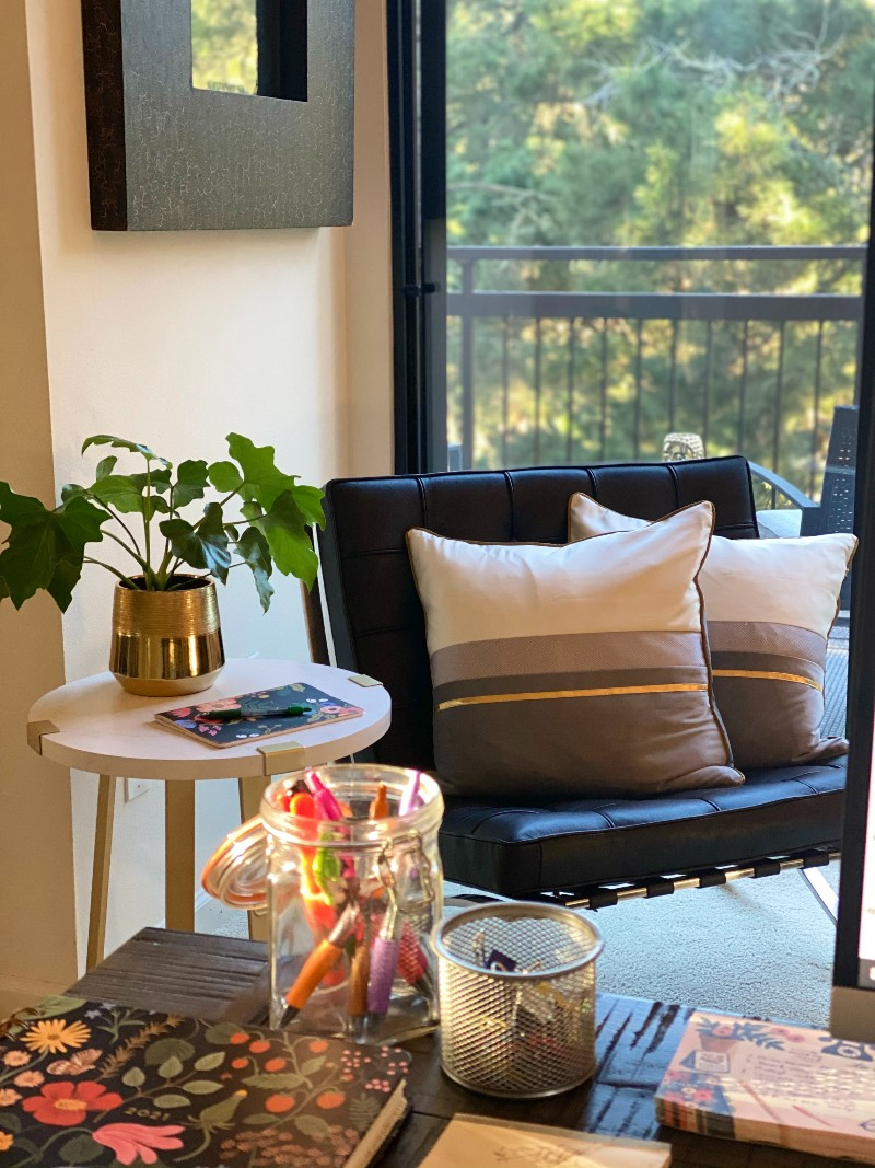 Easy Ways To Make a Pretty and Organized Home Office